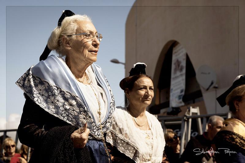 Mamie défile
